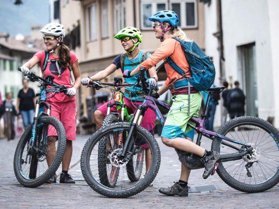 Pause nach endlosen Singletrails auf dem Mountainbike - Kaltern Women Camp
