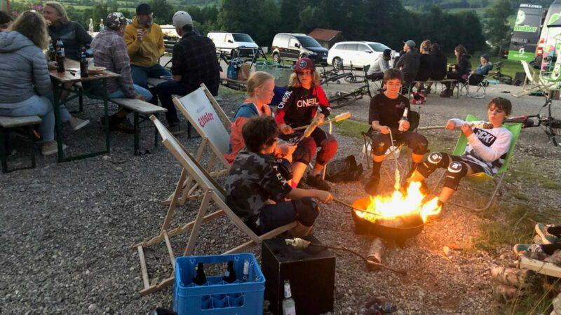 Rookie Camp Bikepark Oberammergau Bayern, Lagerfeuer BBQ- Die Rasenmäher Mountainbike Camp